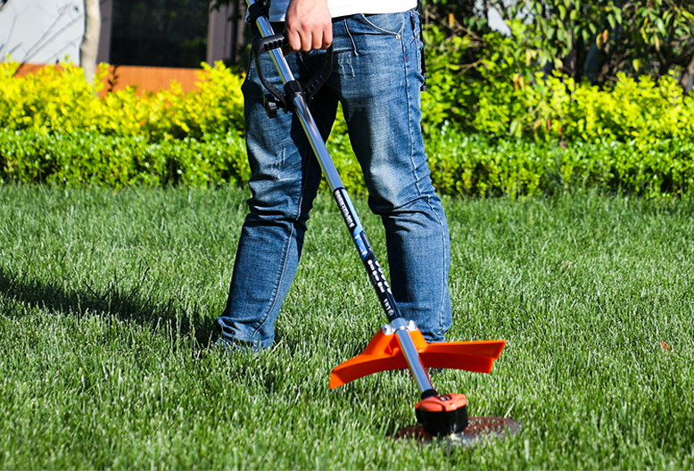 草坪主动除草